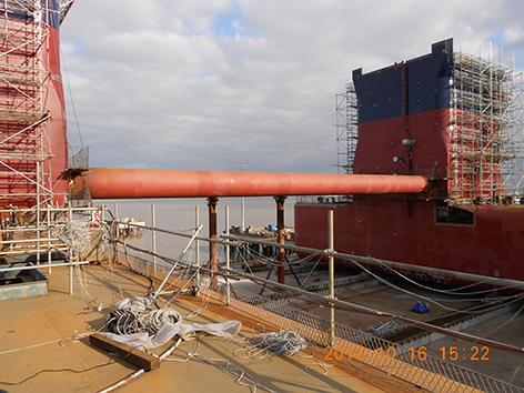 双体储油船 自岸边托上驳船 应力测试.JPG